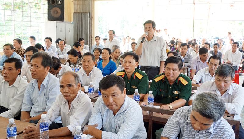 Cử tri xã Thanh Tân đề đạt ý kiến đến đại biểu Quốc hội. Ảnh: Quốc Hùng