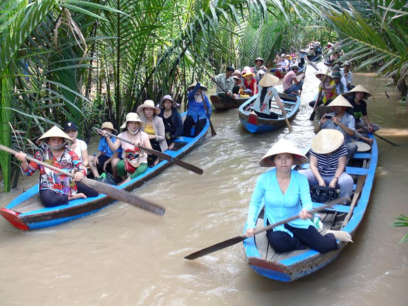 Du lịch sông nước huyện Châu Thành. Ảnh: H. Hiệp