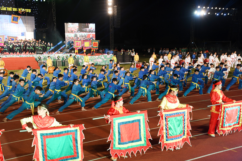 Tiết mục Lửa thiêng dân tộc tại Đại hội Thể dục thể thao tỉnh lần thứ VIII năm 2018. Ảnh: H. Lam