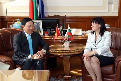 Phó thủ tướng, Bộ trưởng Ngoại giao Phạm Bình Minh hội kiến với Chủ tịch Quốc hội Bulgaria Tsveta Karayancheva.