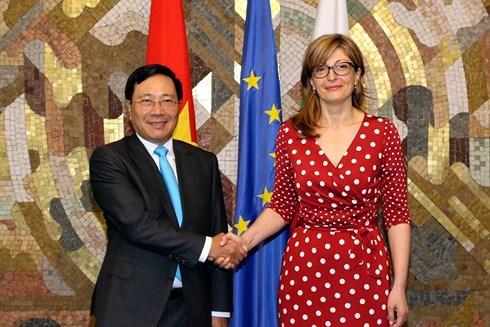 Phó thủ tướng, Bộ trưởng Ngoại giao Phạm Bình Minh và Phó thủ tướng, Bộ trưởng Ngoại giao Bulgaria Ekaterina Zaharieva.