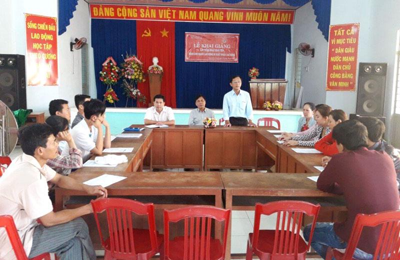 Tư vấn xuất khẩu lao động tại xã Thạnh Phú Đông (Giồng Trôm). Ảnh: CTV