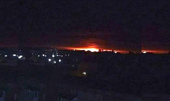 Vụ nổ kho đạn đã khiến hơn 10.000 người phải đi sơ tán. Ảnh: Antikoura/express.co.uk