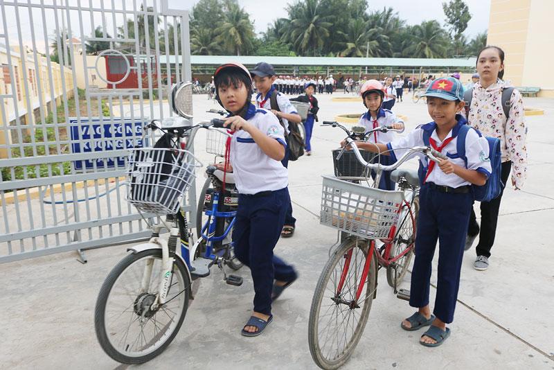 Học sinh Trường THCS Hưng Nhượng, huyện Giồng Trôm.