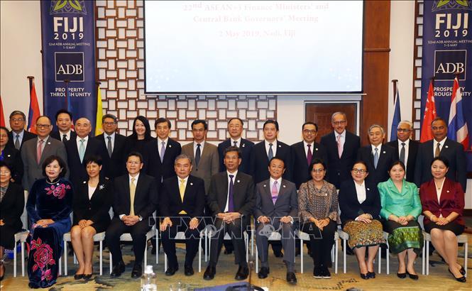 Các đại biểu chụp ảnh chung tại Hội nghị Bộ trưởng Tài chính ASEAN+3 ở Fiji ngày 2-5-2019. Ảnh: YONHAP/TTXVN