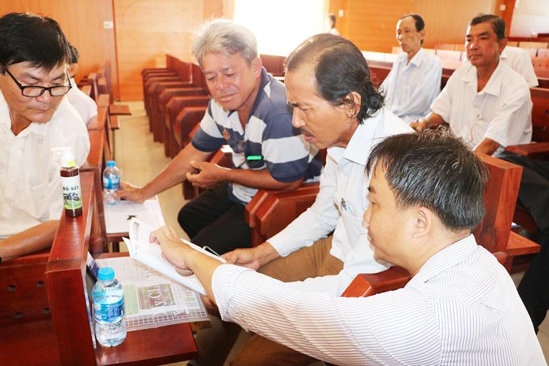 Buổi hội thảo thu hút sự quan tâm của nông dân và doanh nghiệp.