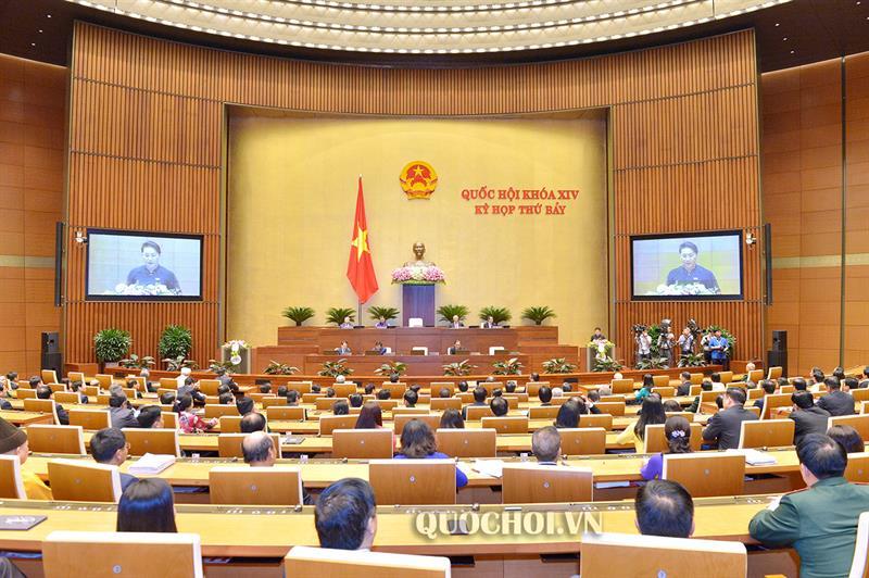 Chủ tịch Quốc hội Nguyễn Thị Kim Ngân phát biểu bế mạc kỳ họp thứ 7 Quốc hội khoá XIV.