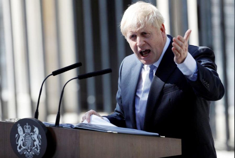 Tân Thủ tướng Anh Boris Johnson phát biểu trước cửa số 10 phố Downing. Ảnh: Reuters