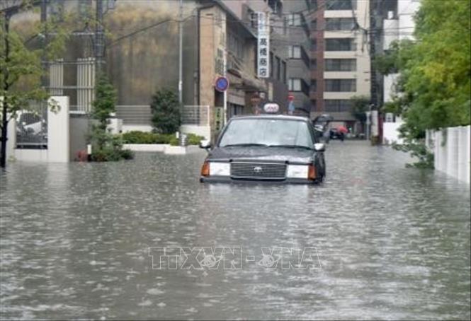 Một tuyến phố bị nước lũ nhấn chìm tại tỉnh Saga, Nhật Bản ngày 28-8-2019. Ảnh: Kyodo/TTXVN