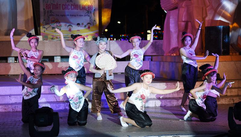 Tiết mục múa tại chương trình Vui Tết Trung thu.
