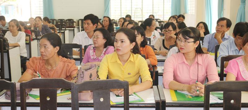 Giáo viên tham dự lớp tập huấn