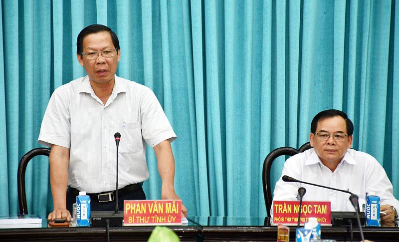 Bí thư Tỉnh ủy Phan Văn Mãi phát biểu tại buổi họp.