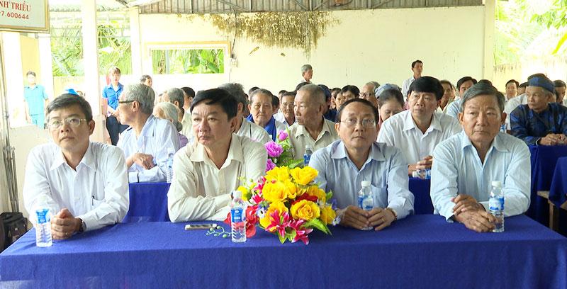 Đại biểu dự họp mặt.