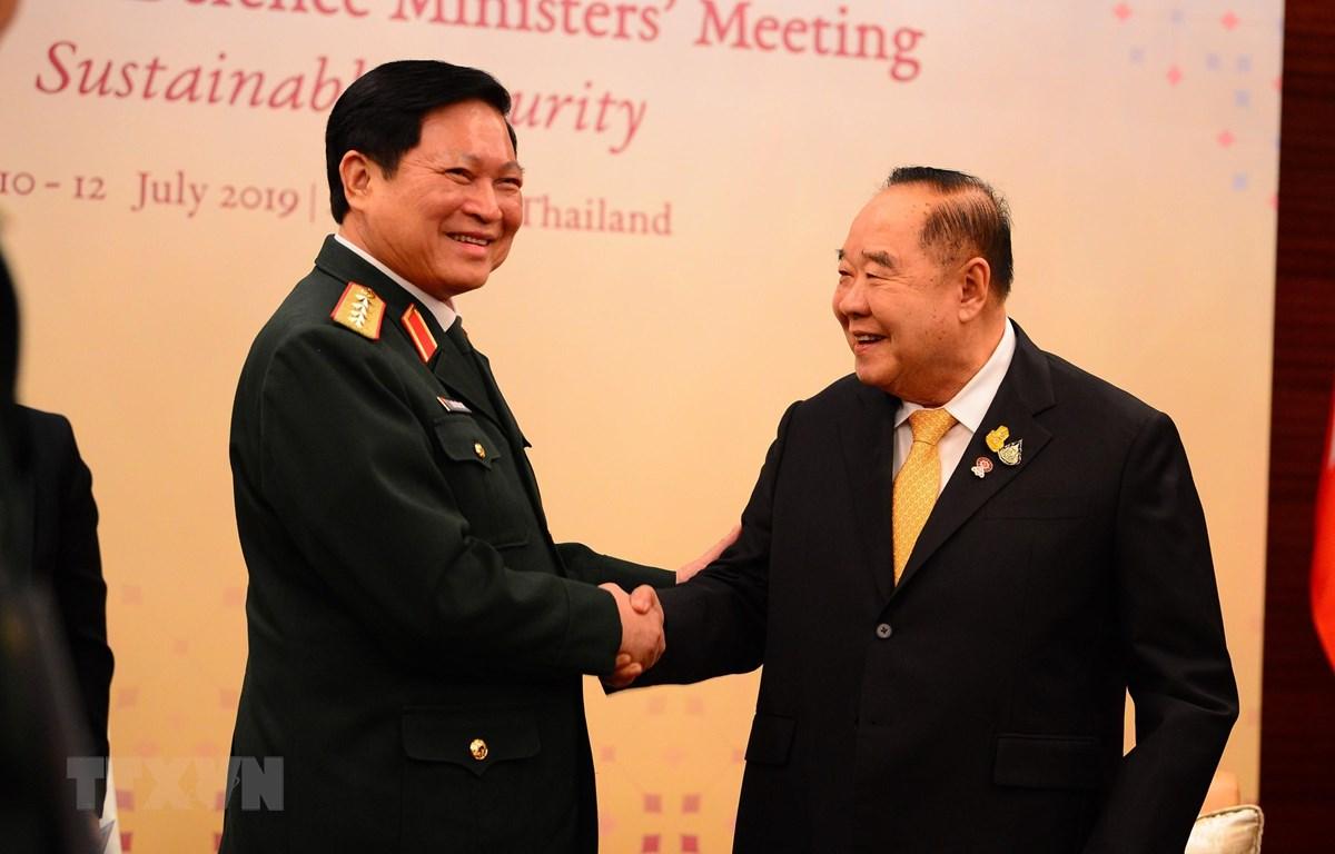 Bộ trưởng Quốc phòng Ngô Xuân Lịch hội đàm với Phó thủ tướng, Bộ trưởng Quốc phòng Thái Lan Prawit Wongsuwan trong khuôn khổ Hội nghị Bộ trưởng Quốc phòng Hiệp hội các nước Đông Nam Á (ADMM) diễn ra tại Bangkok, Thái Lan ngày 10-7-2019. Ảnh: Hữu Kiên/TTX
