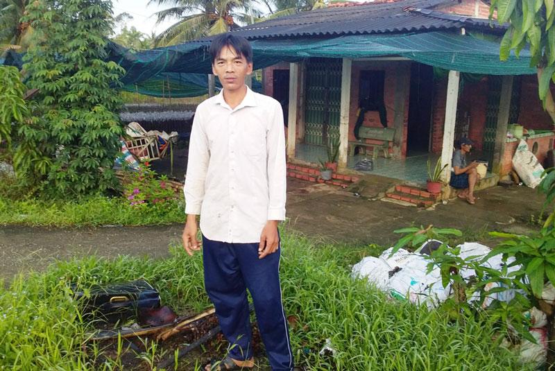 """Anh Vũ luôn lo lắng vì GCNQSDĐ của gia đình bị người khác """"cất giữ"""" đến nay đã trên 3 năm."""