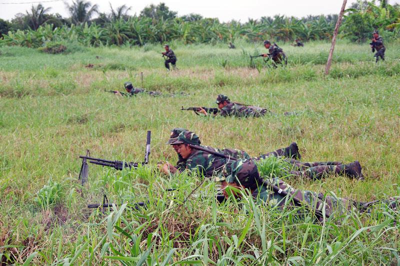 Lực lượng dự bị động viên tham gia thực binh trong diễn tập khu vực phòng thủ huyện Ba Tri.