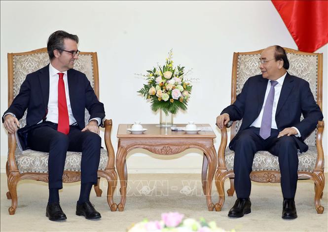 Thủ tướng Nguyễn Xuân Phúc tiếp Đại sứ Liên minh châu Âu (EU) tại Việt Nam Giorgio Aliberti nhân dịp sang nhận nhiệm kỳ công tác tại Việt Nam. Ảnh: Thống Nhất/TTXVN