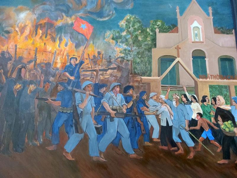 Tranh nhân dân phối hợp nội tuyến lấy bót nhà thờ Châu Phú (Giồng Trôm). (ảnh PV chụp lại tại nhà truyền thống Đồng khởi).