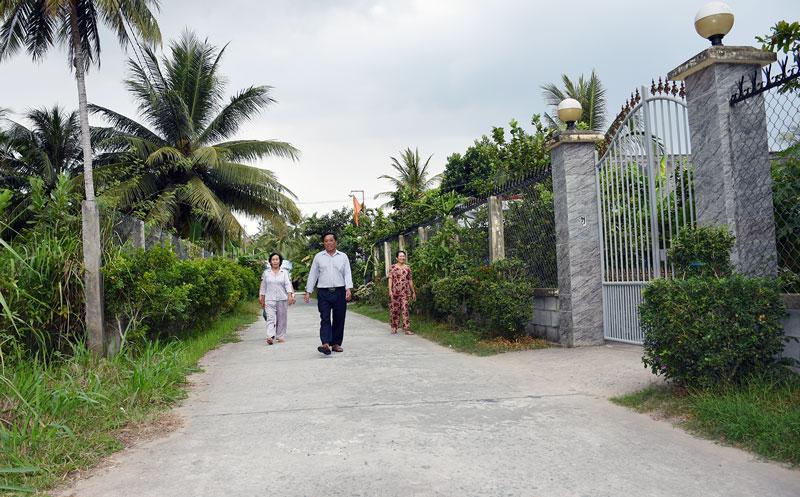 Một trong những tuyến đường mà ông Nguyễn Văn Liệt vận động người dân đóng góp thực hiện.