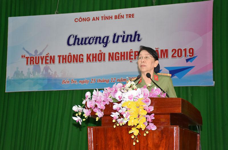 Đại tá Trần Thị Bé Nhân, Phó Giám đốc Công an tỉnh phát biểu chỉ đạo.