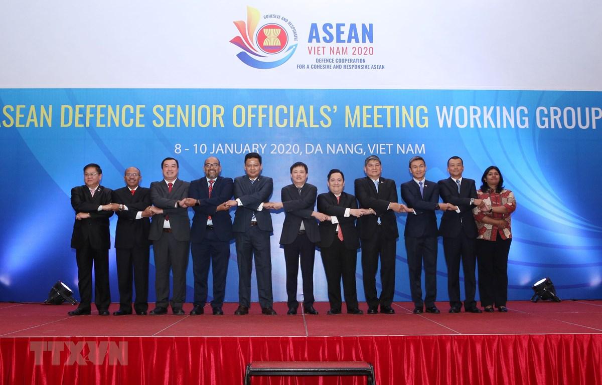 Đại biểu tham dự hội nghị chụp ảnh chung. (Ảnh: Trần Lê Lâm/TTXVN)