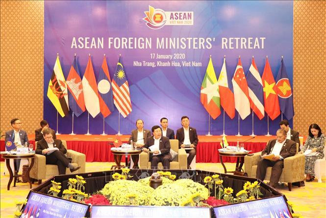 Phó thủ tướng, Bộ trưởng Bộ Ngoại giao Phạm Bình Minh chủ trì Hội nghị. Ảnh: Tiên Minh/TTXVN