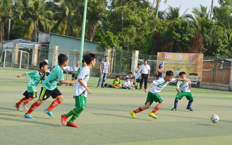 9/9 huyện, thành phố đều có tổ chức thi đấu môn bóng đá.