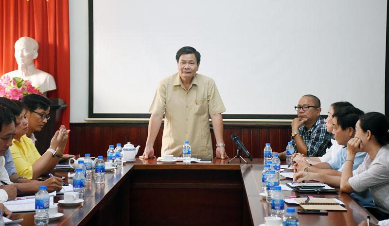 Phó chủ tịch UBND tỉnh Nguyễn Hữu Lập chỉ đạo tại cuộc họp.