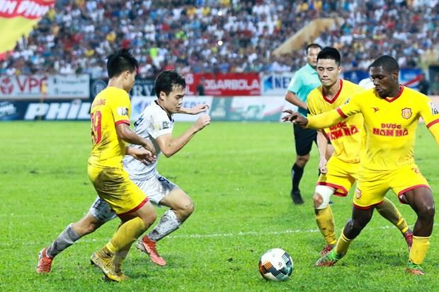 Các giải bóng đá chuyên nghiệp Việt Nam sẽ được bắt đầu vào tháng Ba sau khi bị hoãn vì dịch bệnh do virus corona gây ra.