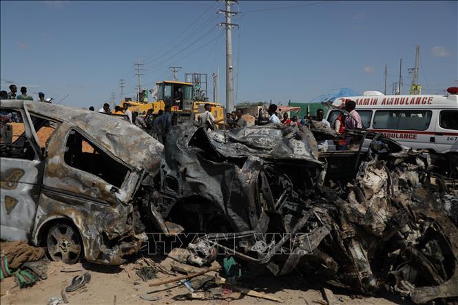 Hiện trường một vụ đánh bom tại Mogadishu, Somalia, ngày 28-12-2019. Ảnh: THX/TTXVN
