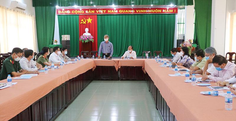Phó chủ tịch Thường trực UBND tỉnh Nguyễn Văn Đức phát biểu chỉ đạo hội nghị.