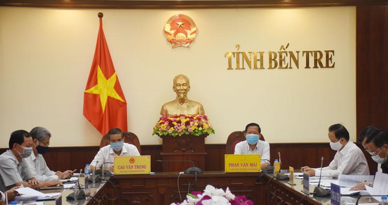 Lãnh đạo tỉnh Bến Tre dự hội nghị trực tuyến.
