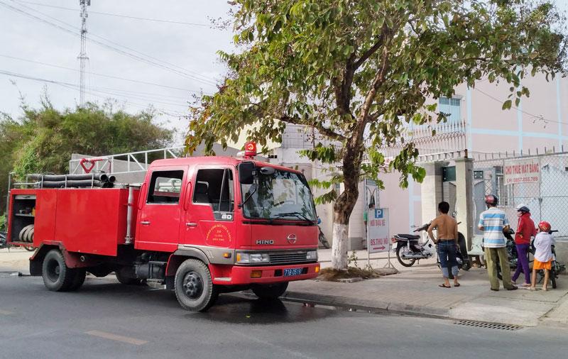 Xe chữa cháy kịp thời tới hiện trường dập tắt lửa.