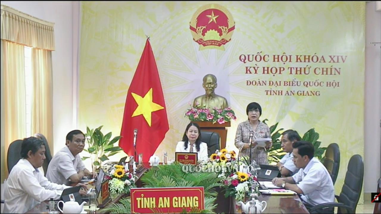 Đại biểu Quốc hội Mai Thị Ánh Tuyết- Đoàn ĐBQH tỉnh An Giang phát biểu