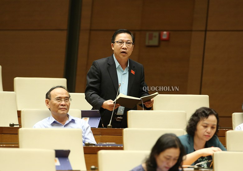 Đại biểu Lưu Bình Nhưỡng phát biểu thảo luận tại hội trường. Ảnh: quochoi.vn
