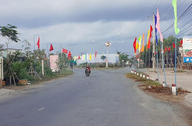 Cờ phướn được treo khắp nẻo đường nông thôn xã Thới Thuận chào mừng Đại hội Đảng bộ xã nhiệm kỳ 2020 - 2025.