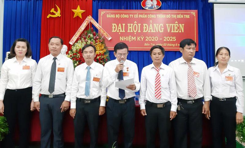 Ban Chấp hành Đảng bộ Công ty nhiệm kỳ 2020-2025 ra mắt và hạ quyết tâm. Ảnh: Trần Phương
