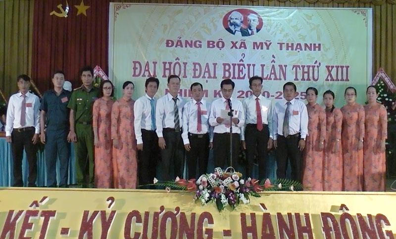 Ban Chấp hành Đảng bộ xã Mỹ Thành khóa mới ra mắt trước Đại hội. Ảnh: Huỳnh Lâm.