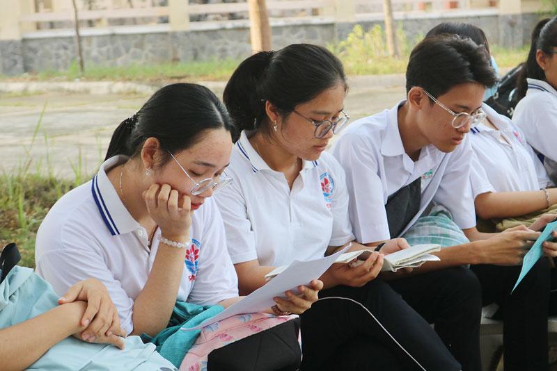 Học sinh lớp 12 tỉnh tại kỳ thi chọn học sinh giỏi lớp 12 THPT năm 2020.