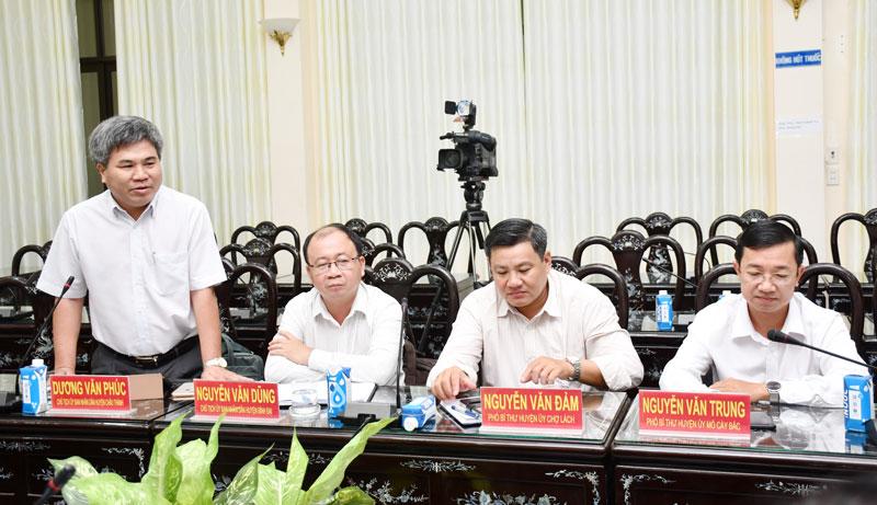 Chủ tịch UBND huyện Châu Thành Dương Văn Phúc phát biểu tại buổi họp mặt.