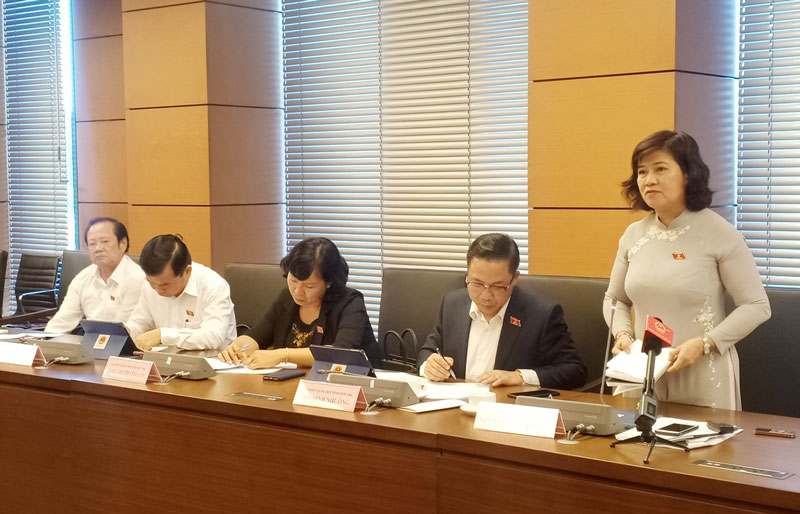 Đại biểu Nguyễn Thị Lệ Thủy phát biểu thảo luận về Chương trình mục tiêu quốc gia phát triển kinh tế - xã hội vùng đồng bào dân tộc thiểu số và miền núi.