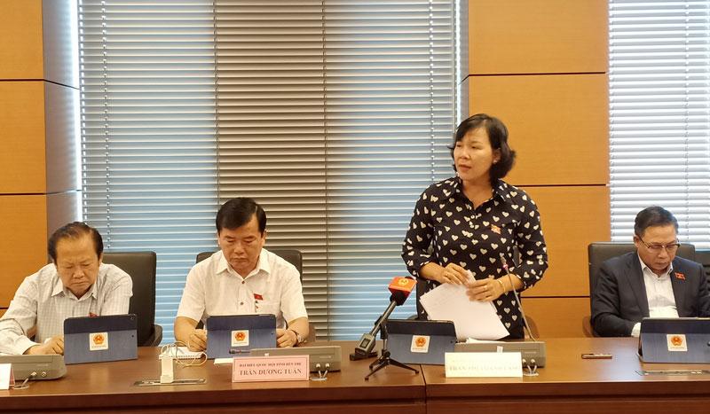 Đại biểu Trần Thị Thanh Lam phát biểu thảo luận.