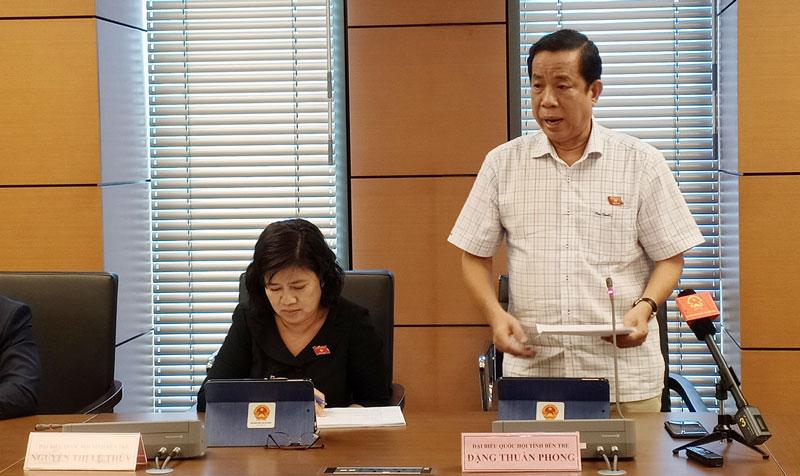 Đại biểu Đặng Thuần Phong - Phó chủ nhiệm Ủy ban về Các vấn đề xã hội của Quốc hội phát biểu tại phiên thảo luận.