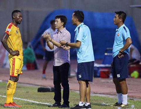 HLV Nguyễn Thanh Công có nhiều sự điều chỉnh nhưng Thanh Hóa vẫn chưa gặp may.