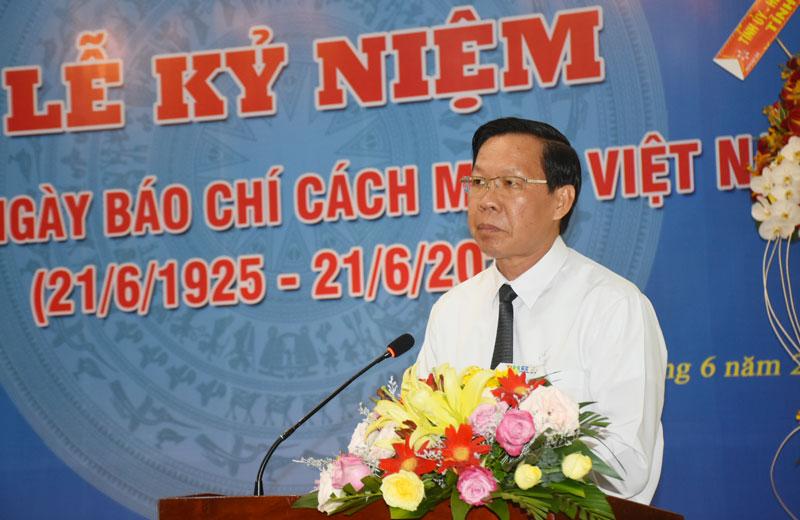 Bí thư Tỉnh ủy Phan Văn Mãi đọc diễn văn tại lễ kỷ niệm. Ảnh: Cẩm Trúc