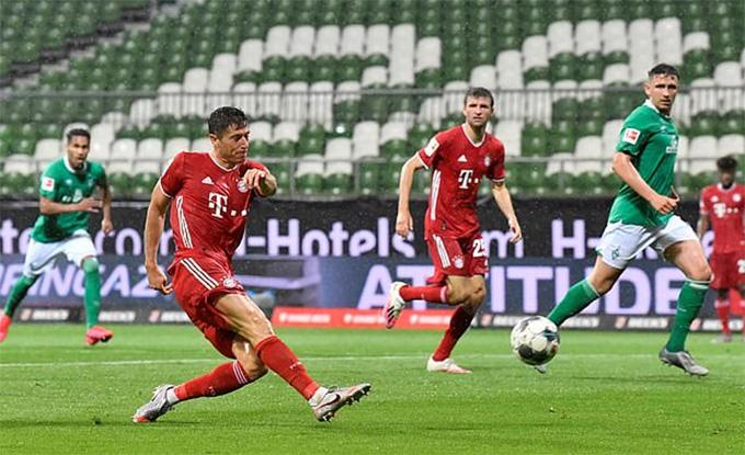 Lewandowski ghi bàn duy nhất của trận đấu