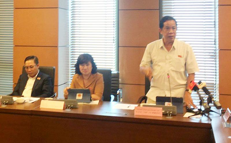 Đại biểu Đặng Thuần Phong - Phó chủ nhiệm Ủy ban Về các vấn đề xã hội của Quốc hội phát biểu thảo luận.