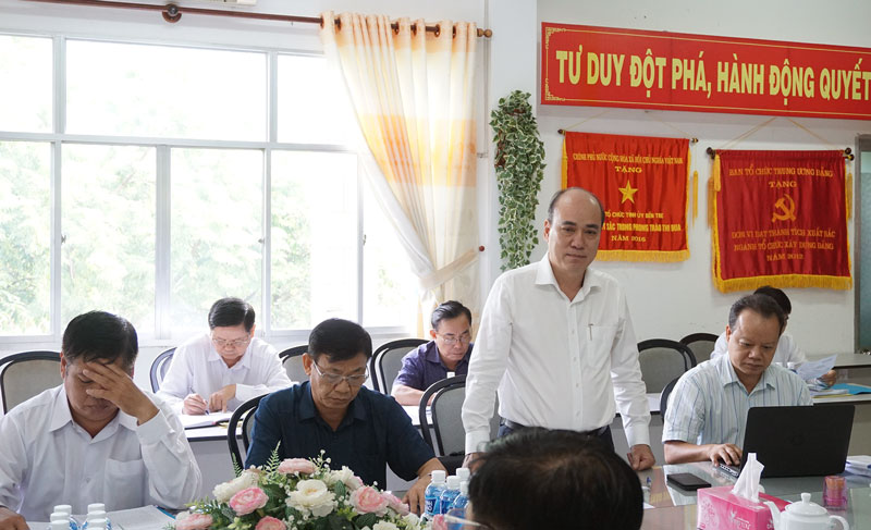 Bí thư Thành ủy TP. Bến Tre Nguyễn Văn Tuấn phát biểu thảo luận. Ảnh: Quốc Hùng