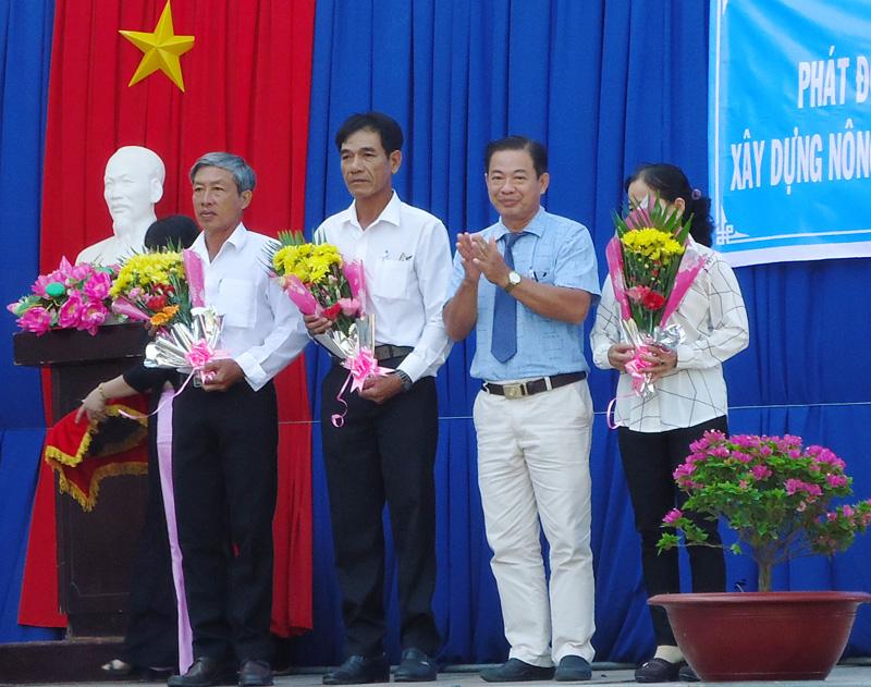 """Vĩnh Hòa phát động thi đua """"Đồng khởi mới"""" trong xây dựng nông thôn mới."""