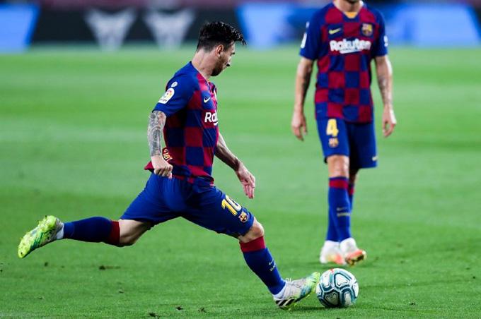 Messi có siêu phẩm đá phạt gỡ hòa cho Barca